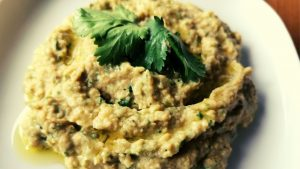 Easy Tahini Free Hummus with Coriander