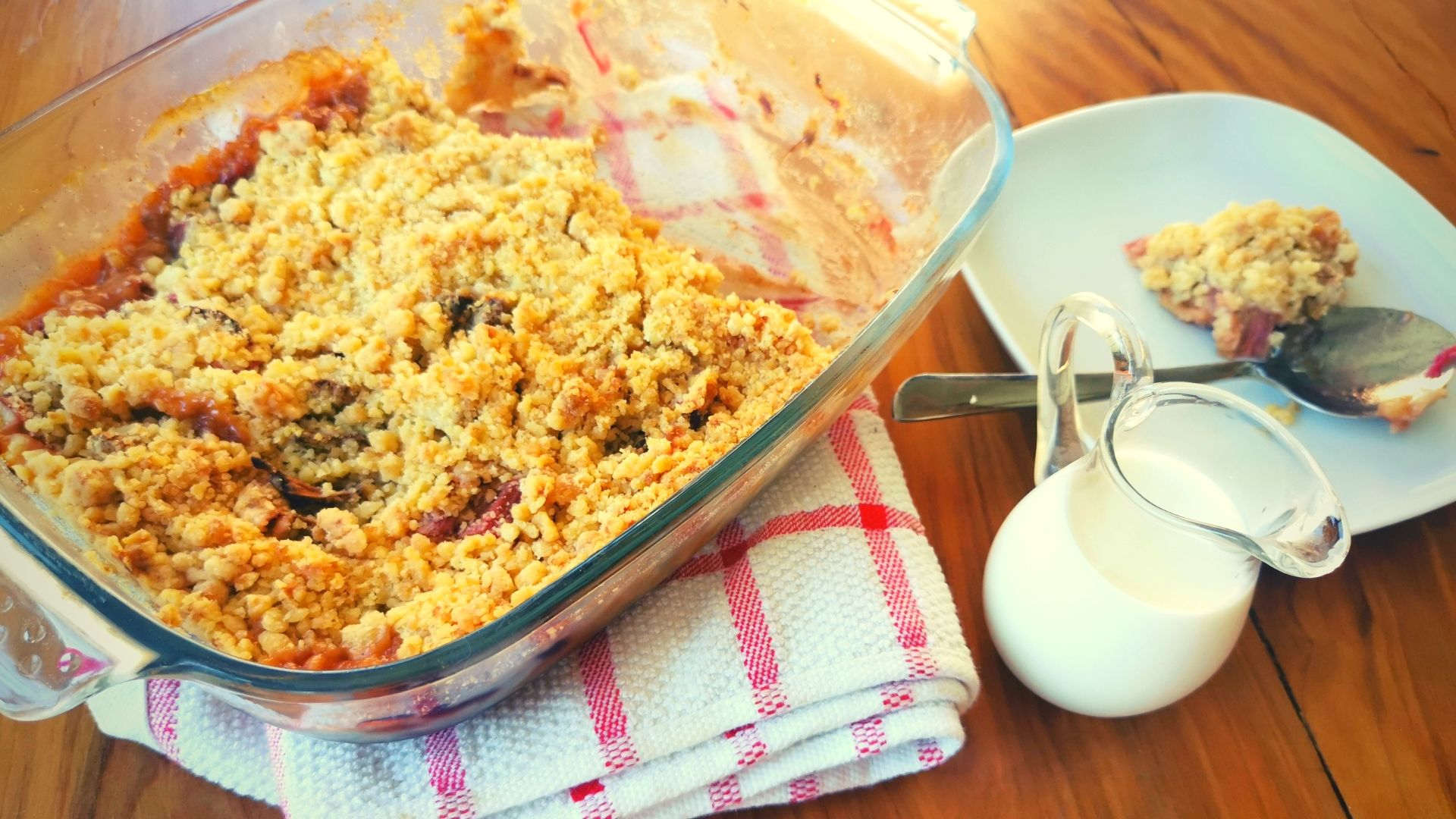 Rhubarb Crumble a Quick and Easy Spring Pudding