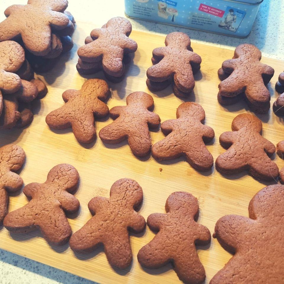 Gingerbread-man-cookie-step4
